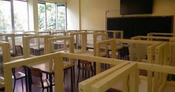 Rientro a scuola: in un liceo di Bergamo le aule hanno già i divisori in plastica