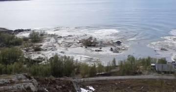 Frana in Norvegia trascina le case in mare, nessun ferito