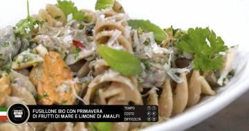 Fusillone bio con primavera di frutti di mare e limone di Amalfi - Alessandro Borghese Kitchen Sound - Wellness