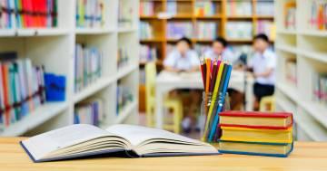 Divisori tra i banchi e visiere protettive: le nuove proposte per il rientro a scuola