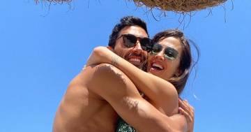 Giorgia Palmas è raggiante: ecco la prima foto in spiaggia con il pancione