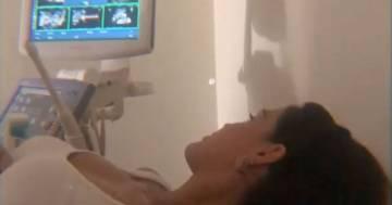 Stash e la fidanzata Giulia Belmonte pubblicano il video dell'ecografia del loro primo figlio