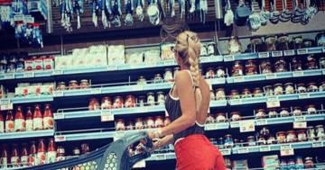 Ilary Blasi pubblica una foto in shorts: il commento di Francesco Totti è esilarante