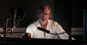 """Luca Ward legge il testo di """"Riccione"""" dei Thegiornalisti: il video è da brividi"""