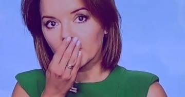 La giornalista perde improvvisamente un dente: la reazione in diretta