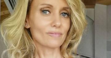 Justine Mattera divide i fan: nella foto al mare in costume da bagno è troppo magra