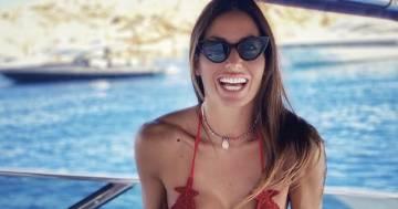 Bikini microscopico e fisico mozzafiato, Elisabetta Gregoraci è stupenda