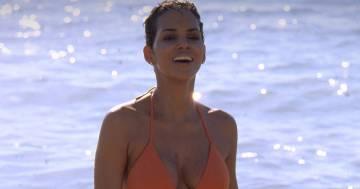 Dopo 18 anni Halle Berry indossa di nuovo il suo mitico costume arancione da Bond Girl