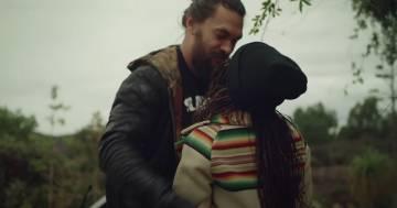 La dolcissima sorpresa di Jason Momoa alla moglie Lisa Bonet: ha rimesso a nuovo la sua prima auto