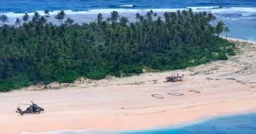 """Un gruppo di naufraghi si è salvato scrivendo """"SOS"""" sulla spiaggia"""