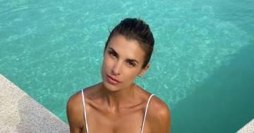 """Elisabetta Canalis nuota nuda in piscina: """"Ecco la mia libertà"""""""