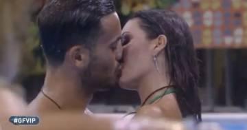 Il bacio tra Elisabetta Gregoraci e Pierpaolo Pretelli infiamma il Grande Fratello Vip