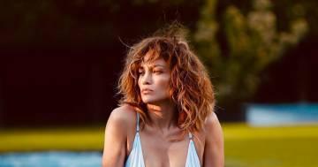 Jennifer Lopez è stupenda: 51 anni e un fisico incredibile
