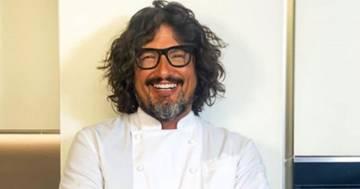 Alessandro Borghese irriconoscibile: senza occhiali e con capelli lisci sembra un'altra persona