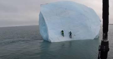 Tentano di scalare un iceberg del Mar Glaciale Artico: 'non è stata una buona idea'