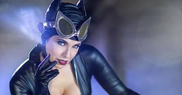Himorta diventa Catwoman: la Manga di 'Avanti un altro' lascia tutti senza parole