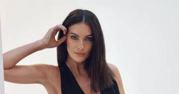 Occhi di ghiaccio e scollatura mozzafiato, Paola Turani lascia tutti senza parole