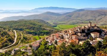 Casa e incentivi per ripopolare un bellissimo borgo medievale in Abruzzo: ecco l'annuncio