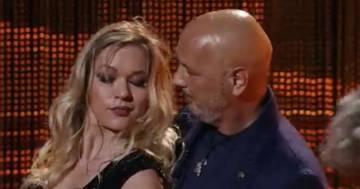 """SinisaMihajlovic e la moglie a """"Ballando con le stelle"""", il tango conquista tutti"""