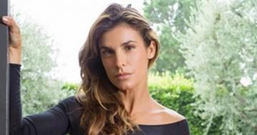 Elisabetta Canalis: la sua foto in body nero trasparente mozza il fiato