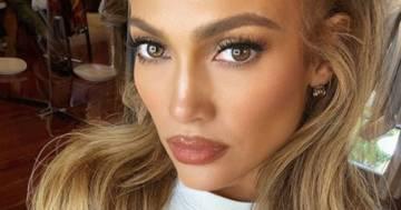 Jennifer Lopez regina di stile: nelle sue foto per Balmain è impeccabile