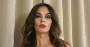 Maria Grazia Cucinotta sensualissima nello scatto in abito da sera: il post su Instagram conquista tutti