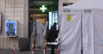 Covid, arrivano i primi test rapidi in farmacia: le immaginida Roma