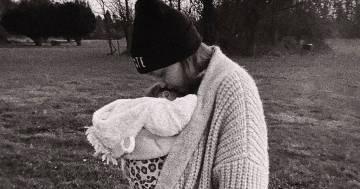 Le nuove foto di Gigi Hadid insieme alla figlia sono dolcissime