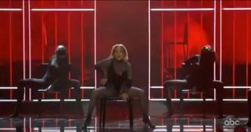 Jennifer Lopez è divina: l'esibizione agli American Music Awards lascia tutti senza parole