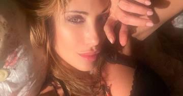 Sabrina Salerno è più sensuale che mai, la foto della buona notte fa innamorare i fan
