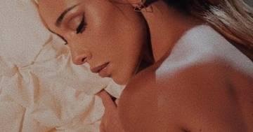 Elegante e sensuale, la foto in intimo di Belen lascia tutti senza parole