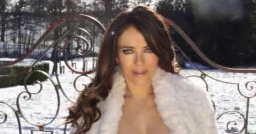 A 55 anni Elizabeth Hurley è più bella che mai: la foto in topless nella neve