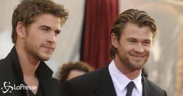 Per il compleanno del fratello Liam, Chris Hemsworth pubblica una foto di quando erano bambini