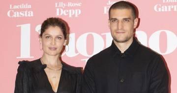 Laetitia Casta e Louis Garrel aspettano un figlio: la prima foto con il pancione