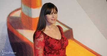 Monica Bellucci rivoluziona il look, il suo nuovo taglio fa già tendenza