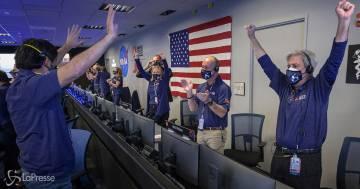 Il rover della Nasa è atterrato su Marte in cerca di tracce di vita: le prime immagini inviate