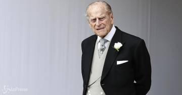 Il principe Filippo è ancora in ospedale, il figlio Carlo è stato fotografato in lacrime