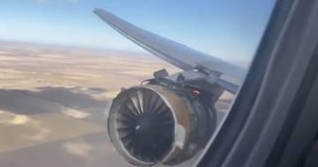 Il motore di un Boeing esplode in volo: le immagini finiscono sul web