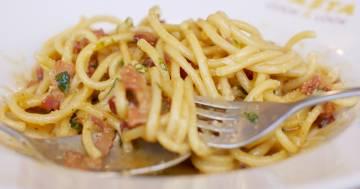 Carbonara con pomodoro e bacon: la ricetta del New York Times irrita anche Coldiretti
