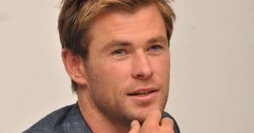 Chris Hemsworth: le sue foto al party anni '80 finiscono sui social stupendo i fan