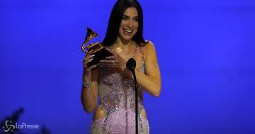 Grammy Awards 2021: l'esibizione di Dua Lipa è straordinaria
