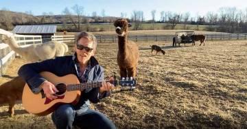 """Kevin Bacon canta """"I Want It That Way"""" dei Backstreet Boys insieme ai suoi animali"""