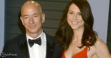 MacKenzie Scott si è risposata con un insegnante di chimica: il commento di Jeff Bezos