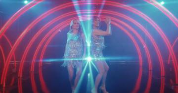 Jo Squillo e Sabrina Salerno rifanno il video di 'Siamo donne' trent'anni dopo