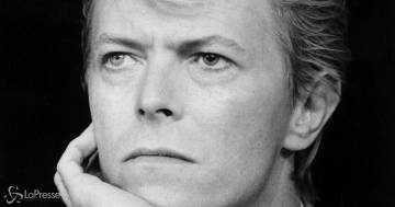 Il vestito di David Bowie va all'asta: è un pezzo unico per i fan
