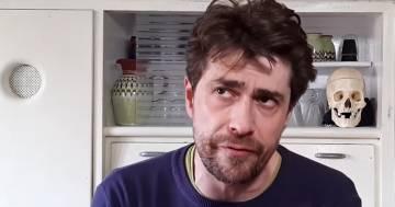 Giovanni Scifoni: l'ironico video della quarantena Covid