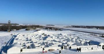 Le immagini del labirinto di neve più grande del mondo
