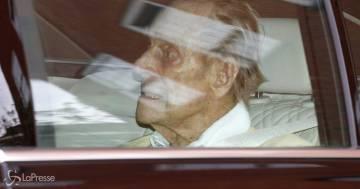 Il principe Filippo lascia l'ospedale e torna a casa dopo l'operazione al cuore