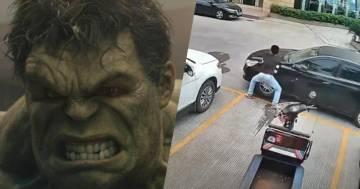 Un'auto lo blocca nel parcheggio, lui si arrabbia e la sposta a mani nude