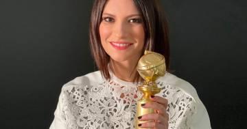 """Laura Pausini mostra orgogliosa il suo Golden Globe: """"Finalmente è qui!"""""""